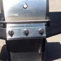 LLP Gas Grill  Ducane Affinity 3100 for sale in Sturgeon Bay WI by Garage Sale Showcase member Terry621, posted 07/30/2018
