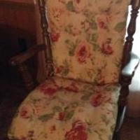 Rocking chair for sale in Carlyle IL by Garage Sale Showcase member bbsissy1210, posted 06/16/2018