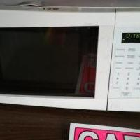 Microwave for sale in Bluffton IN by Garage Sale Showcase member Etbeck, posted 06/16/2018