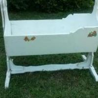 Antique rocking solid wood cradle for sale in Pampa TX by Garage Sale Showcase member Vic Veteran, posted 08/01/2018