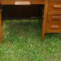 Executive Desk for sale in Tiffin OH by Garage Sale Showcase member amxred, posted 05/29/2018