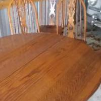Amish oak table and 4 chairs for sale in Bowling Green OH by Garage Sale Showcase member logcabin, posted 08/21/2018