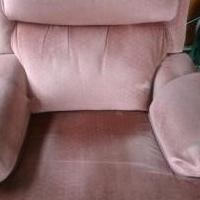 Recliner for sale in Findlay OH by Garage Sale Showcase member Somf27, posted 03/01/2018