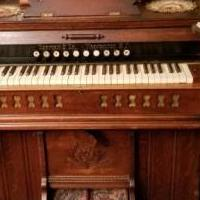 Old Billows Organ for sale in Nevada City CA by Garage Sale Showcase member Kenneth, posted 03/26/2018