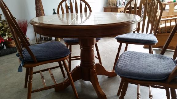 "42"" Round tile top pedistal table + 4 chairs for sale in Pinehurst NC"