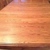 Oak Kitchen table and 4 chairs for sale in Bluffton IN by Garage Sale Showcase member patsgaragesales, posted 06/08/2018